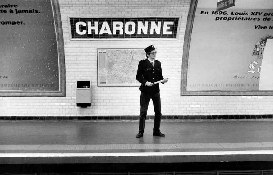 http://www.revuephoto.com/wp-content/uploads/2013/10/Metropolisson-Janol-Apin-Metro-Charonne.jpg